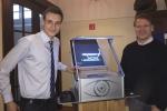Michael Winkhaus ist begeistert von der 3D-Projektion von Tobias. Bild: Jugend forscht