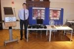 Tobias Gerbracht an seinem Stand mit dem 3D-Holo-Projektor. Bild: Jugend forscht