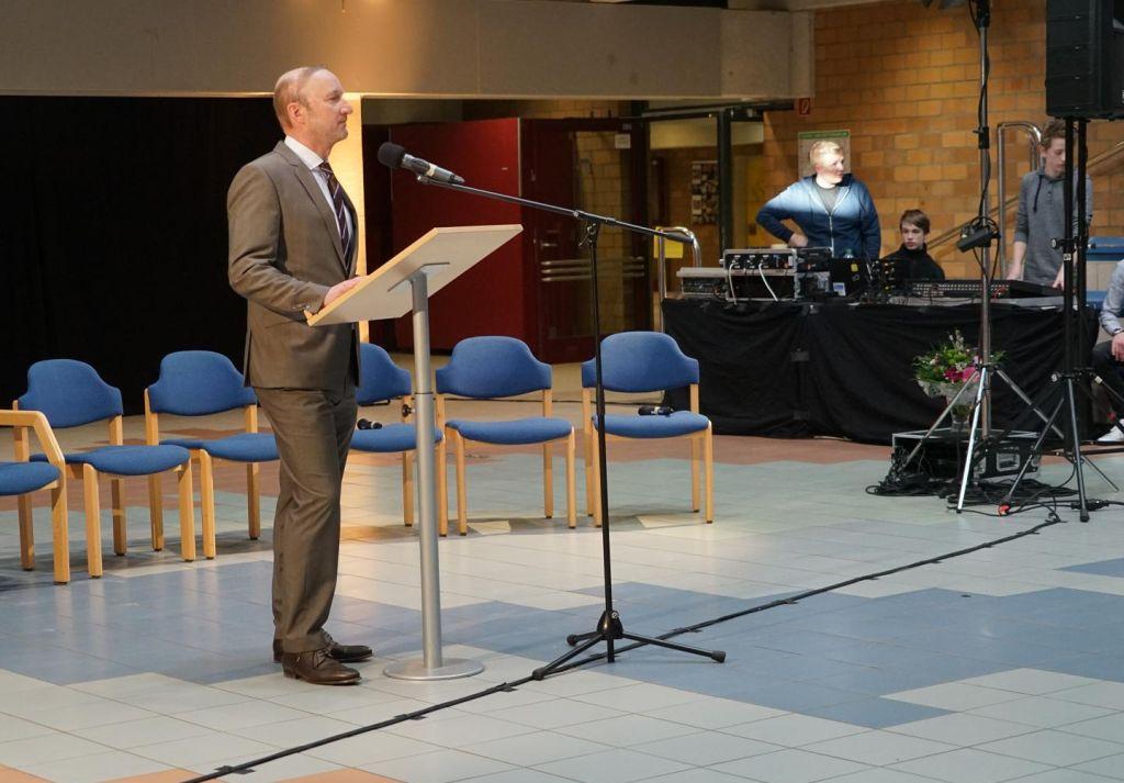 Begrüßung durch den Schulleiter Reinold Mertens