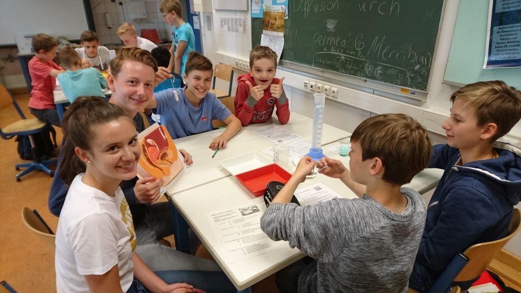 Schülerinnen und Schüler der Klassen 6a und 6c mit ihren Paten und Ersatz-Paten