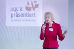 Stellvertretende Schulleiterin Cornelia Wissemann-Hartmann begrüßte die Teilnehmer zur Regionalausscheidung von Jugend Präsentiert.